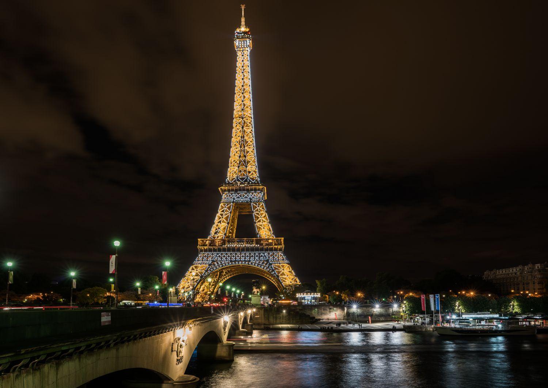 Фотообои «Эйфелева башня ночью»