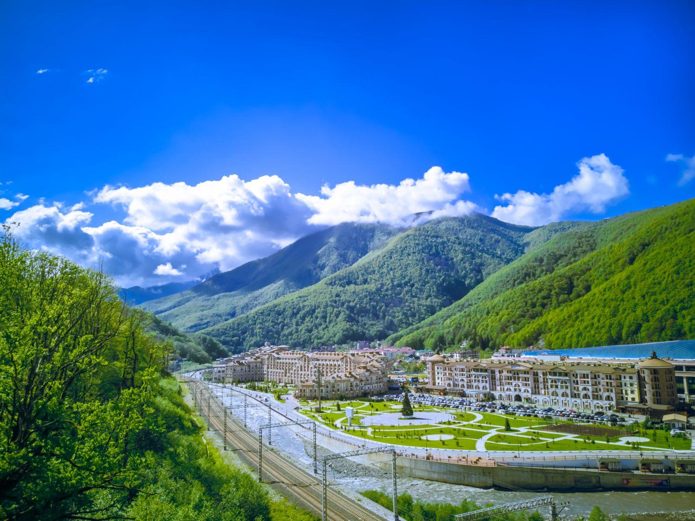Фотообои «Горы и железная дорога в Сочи»
