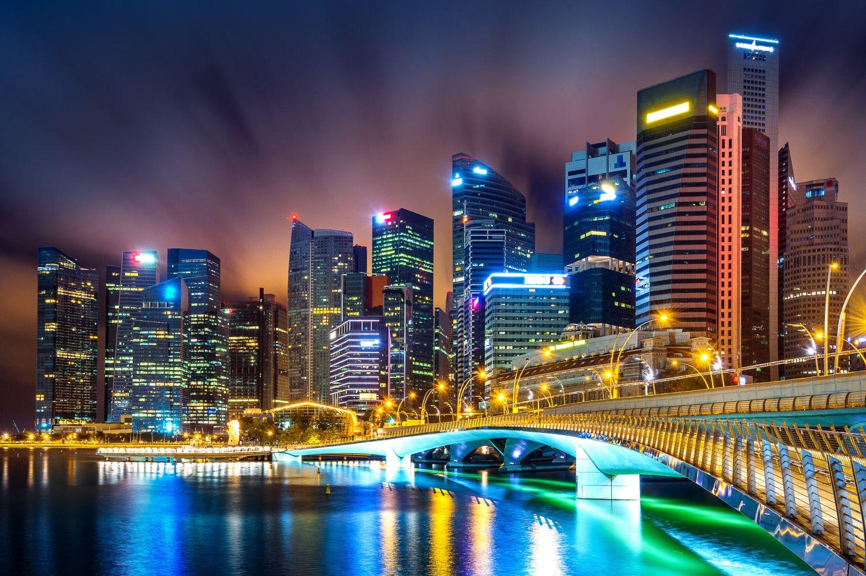 Фотообои «Мост в мегаполисе»