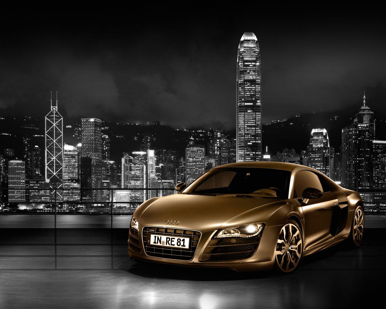Фотообои «Автомобиль на фоне города»