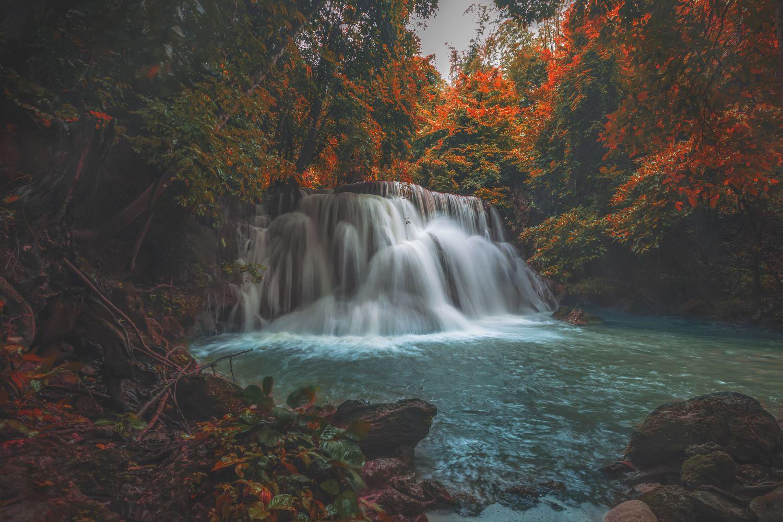 Фотообои «Осенний водопад »