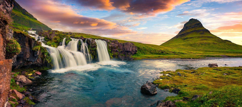 Фотообои «Водопад  у холма»