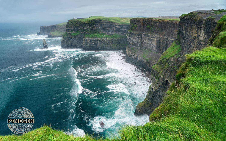 Фотообои «Зеленые скалы»
