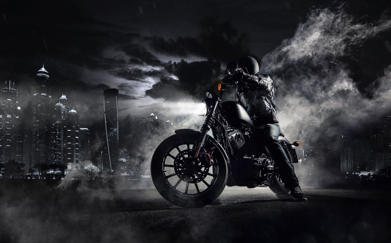 Фотообои «Черный мотоциклист»