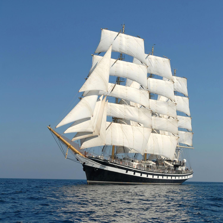 Фотообои «Фрегат с белыми парусами»