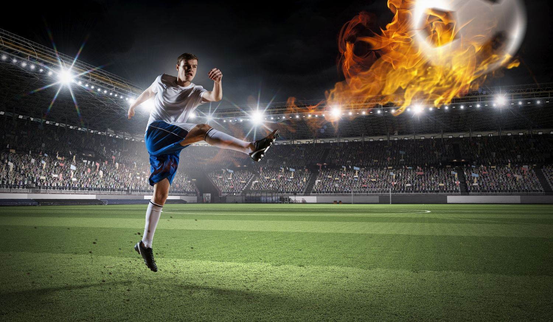 Фотообои «Футболист бьет по мячу»