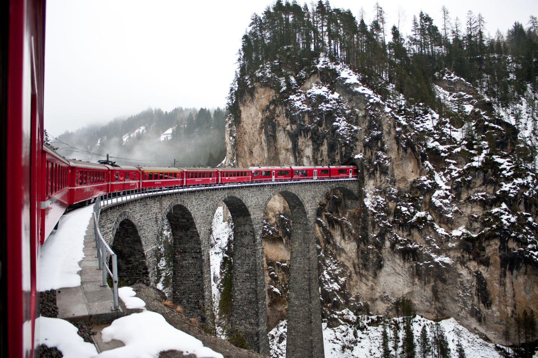 Фотообои «Зима, поезд, тоннель»