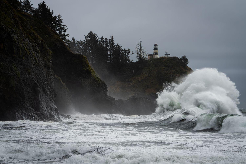 Фотообои «Волна об скалы »