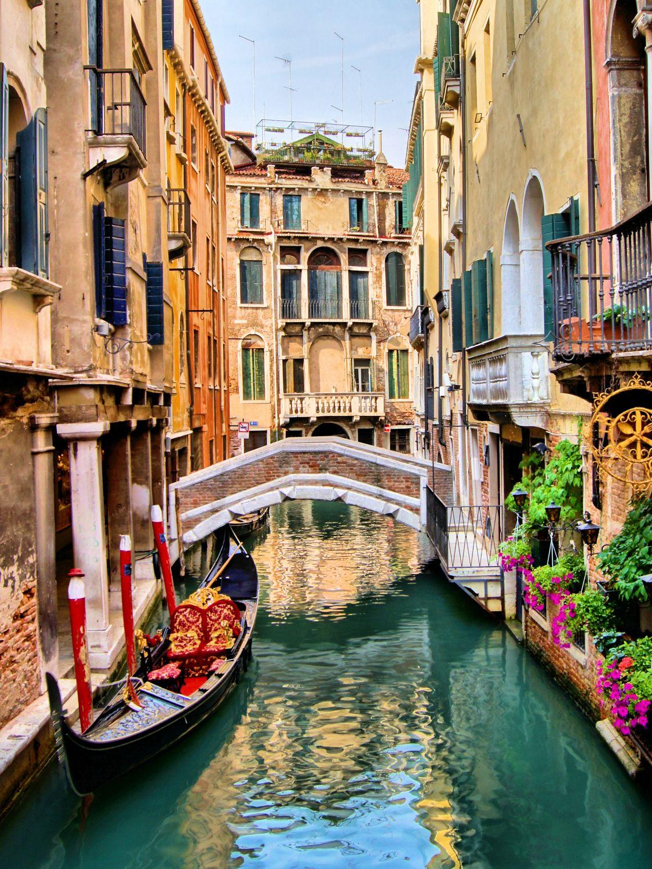 Фотообои «Пустая гондола в Венеции»
